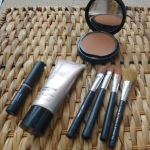 Bare Minerals makeup and brushes